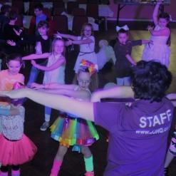 UV GLOW DISCO KIDS DANCING